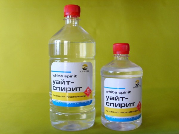 Удалить герметик поможет уайт-спирит