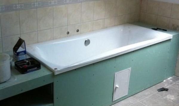 Для устройства экрана ванны выбирается влагостойкий гипсокартон
