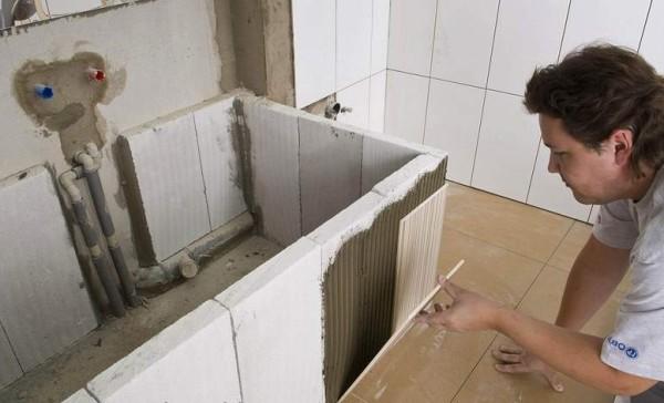 Обшить каркас для ванны можно перед установкой самой чаши