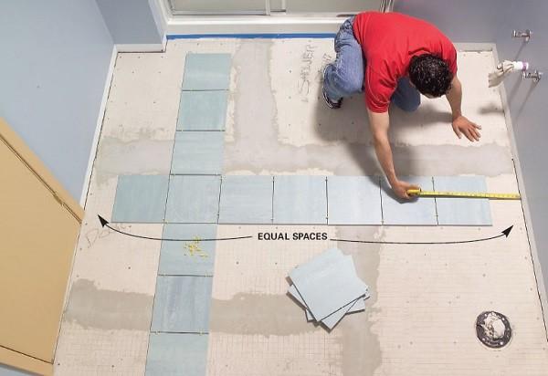 Обрезанные фрагменты плитки должны располагаться по краям