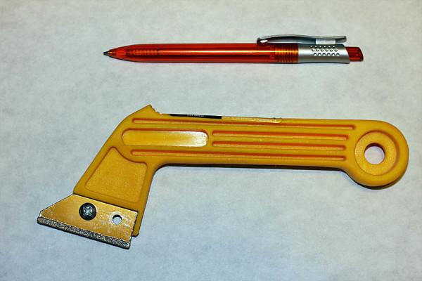 Для работы с затиркой применяются специальные инструменты