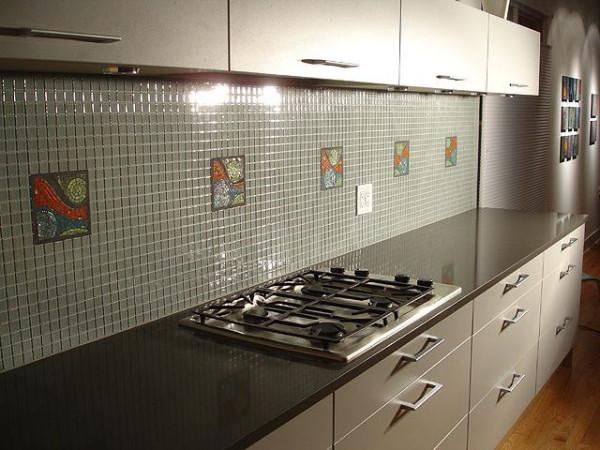 Кухонный фартук из глянцевой плитки