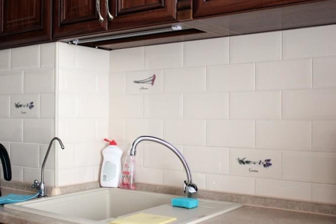 Плитка на кухне требует постоянного ухода