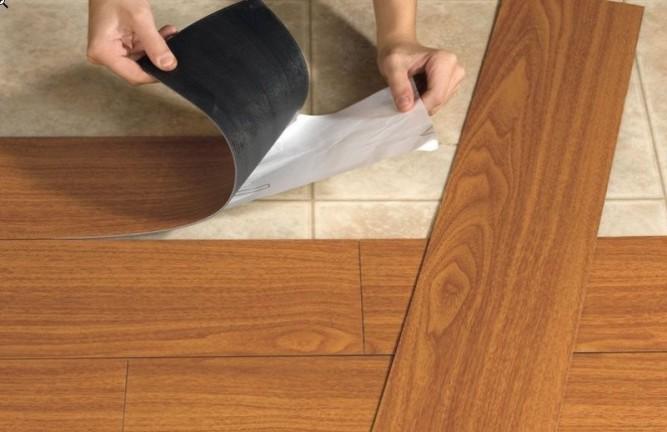 Укладка ПВХ плитки с клеевой стороной