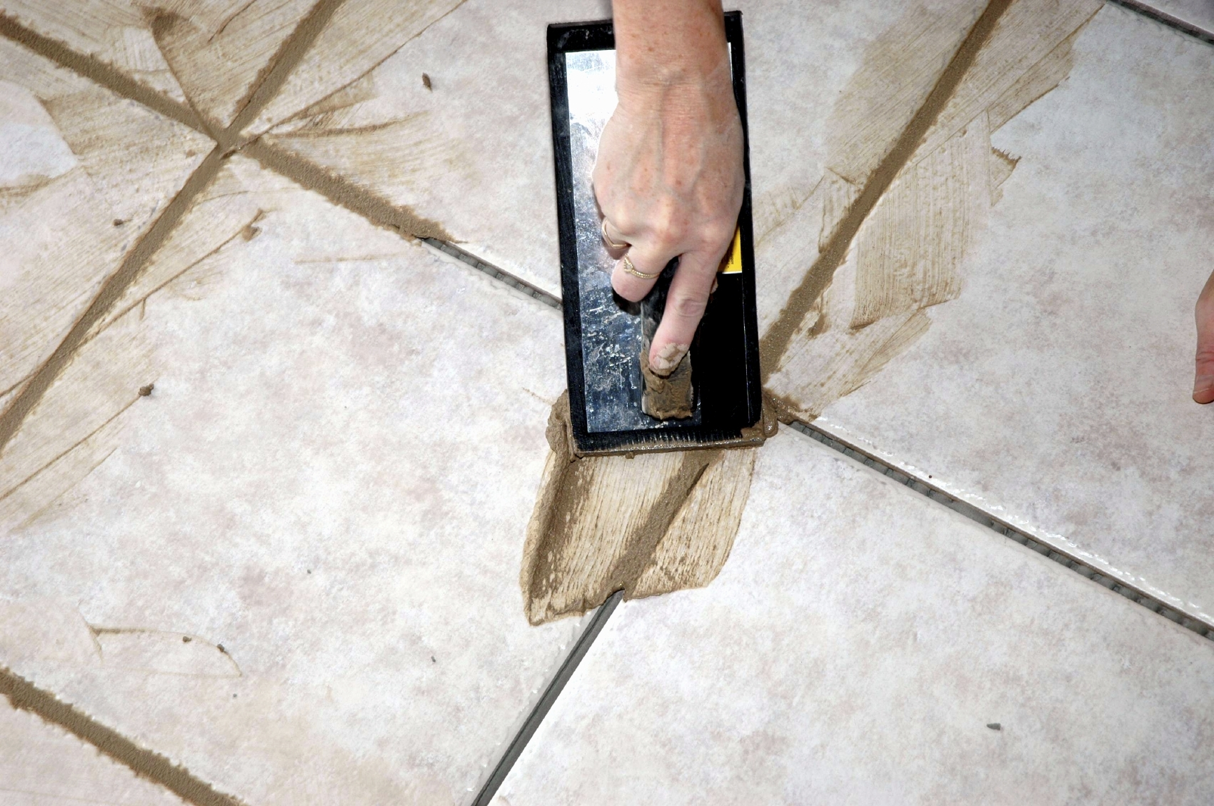 How to clean grout on ceramic tile
