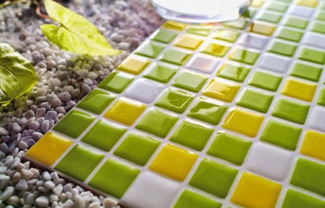 Глазурованная плитка отличается дополнительным слоем материала