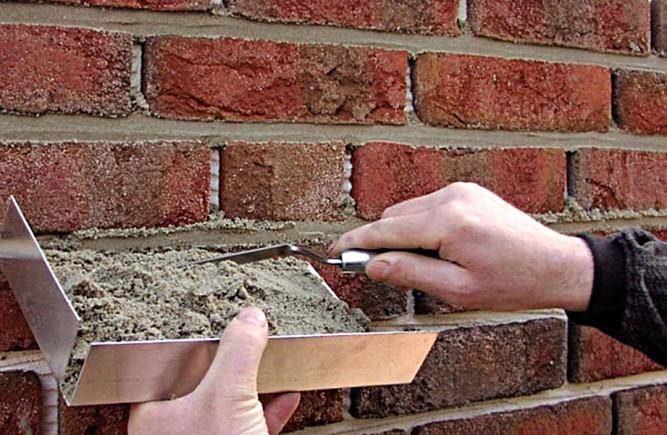 Как наклеить декоративный кирпич на стену