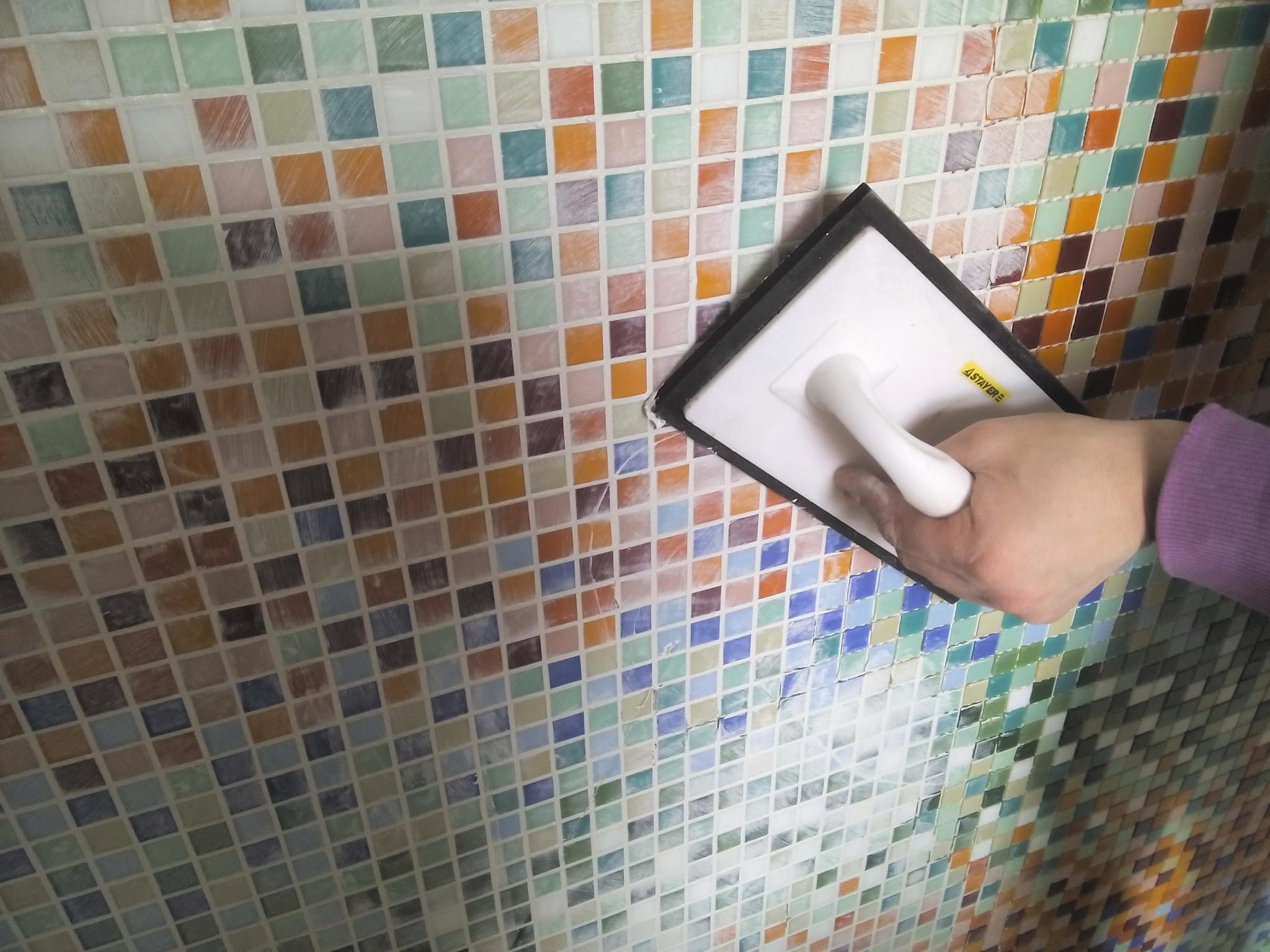 Затирка швов мозаики в ванной своими руками