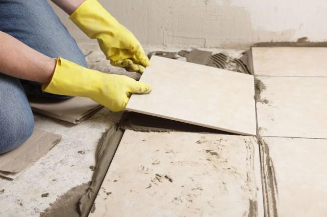 С чего начать укладку плитки в ванной с пола или стен