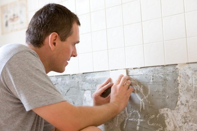 Укладка плитки на неровную стену