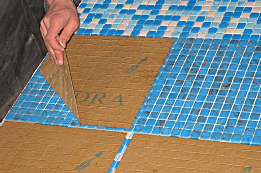 Укладка стеклянной мозаики на сетке