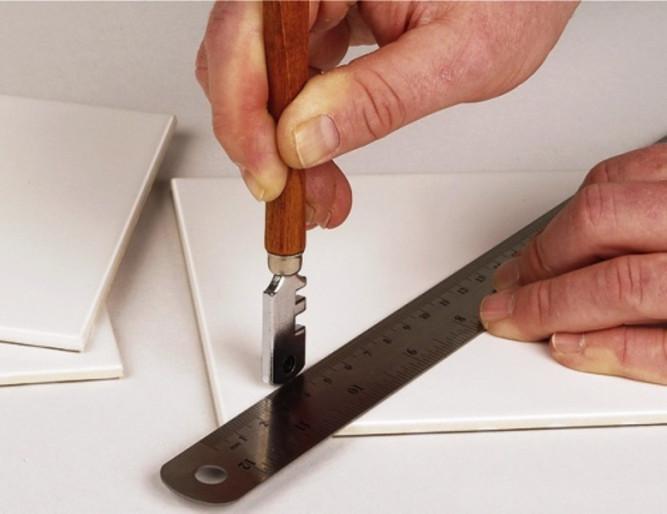 Резка плитки стеклорезом