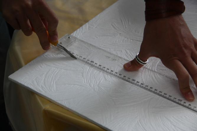 Резка потолочной плитки