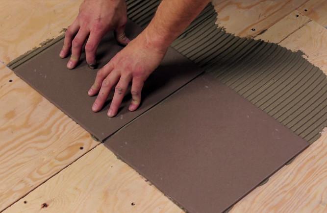 Как класть плитку в деревянном доме
