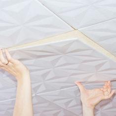 Поклейка потолочной плитки на старую побелку